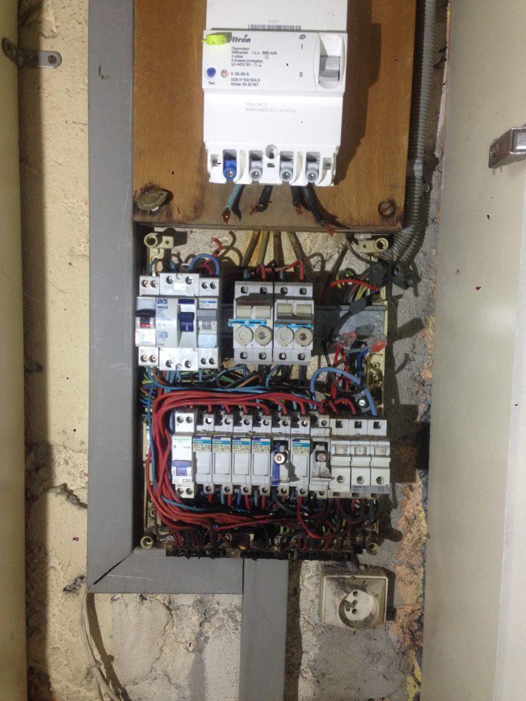 Exemples des risques liés à une mauvaise installation électrique